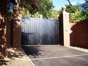Black-Timber-Gates-Yorkshire