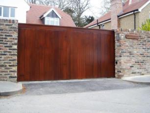 Mahogany-Coloured-Timber-Gates-Yorkshire