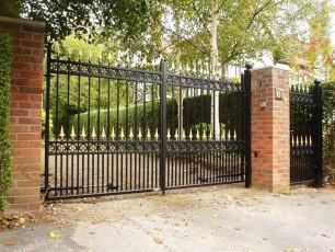 Wrought-Iron-Gates-and-Railings